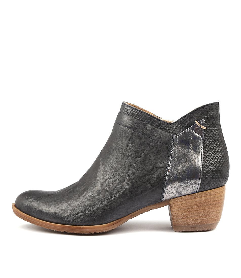 Beltrami Adjourn Navy Ankle Boots