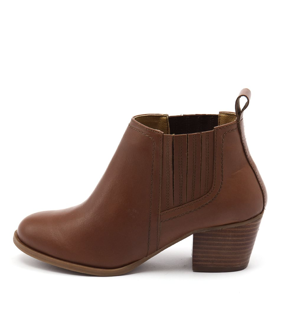 Bonbons August Tan Ankle Boots