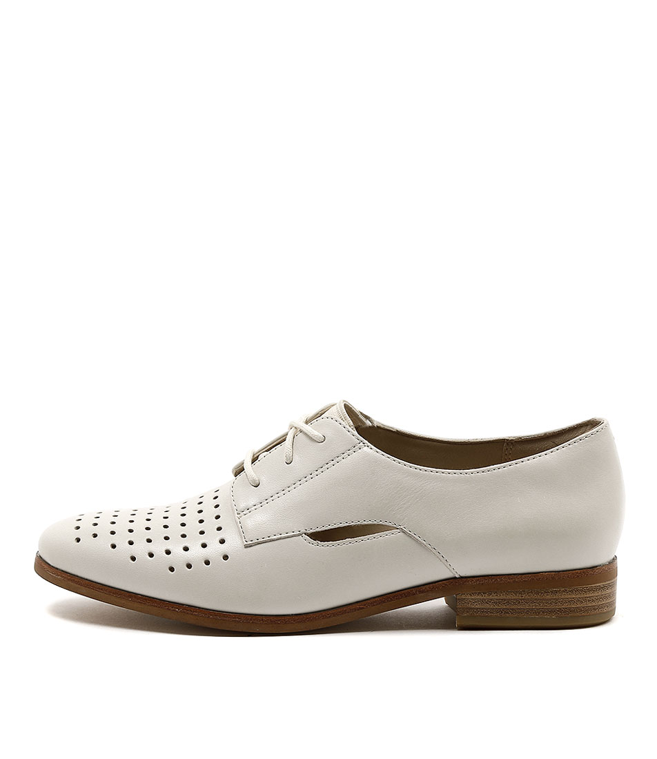 Clarks Hotel Molly Off White Flats