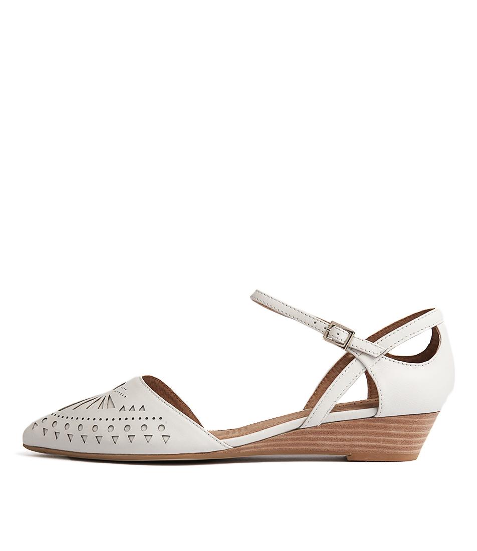 Diana Ferrari Polonia Ivory Sandals Flat Sandals