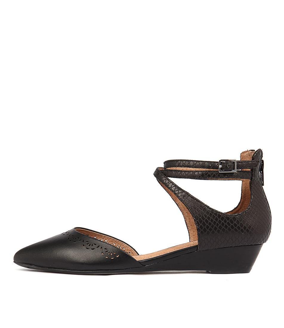 Diana Ferrari Pileni Black Flat Shoes