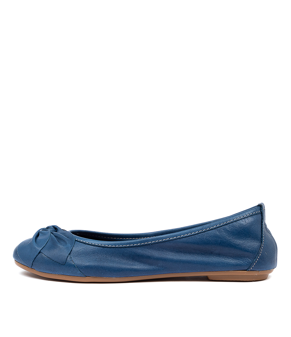 Buy Diana Ferrari Arille Df Azul (Blue) Flats online with free shipping