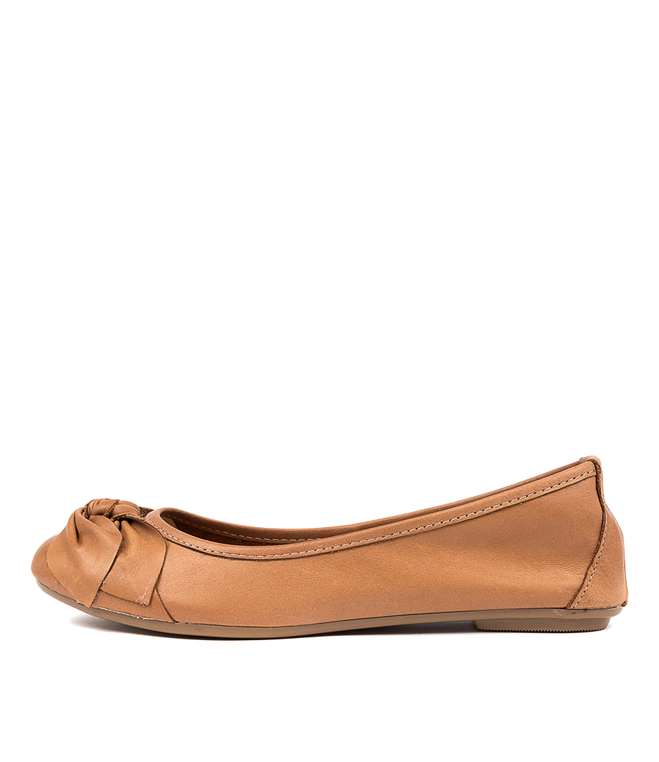 Buy Diana Ferrari Arille Df Cuero (Tan) Flats online with free shipping