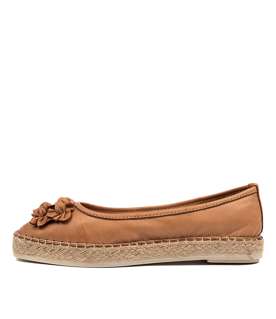 Buy Diana Ferrari Bravi Df Cuero (Tan) Flats online with free shipping