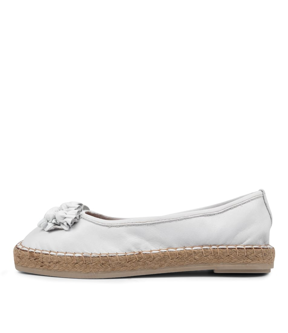 Buy Diana Ferrari Bravi Df Blanco (White) Flats online with free shipping