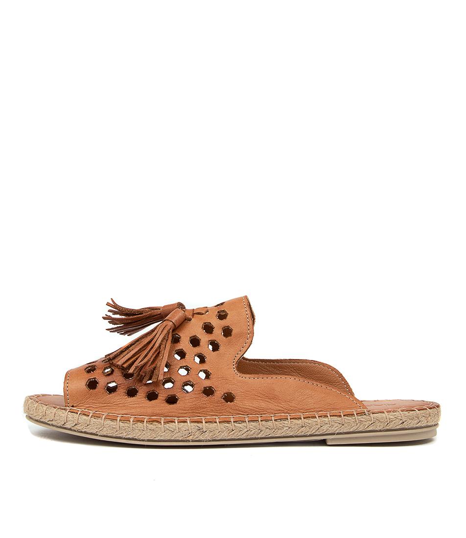 Buy Diana Ferrari Carmelle Df Cuero (Tan) Flat Sandals online with free shipping