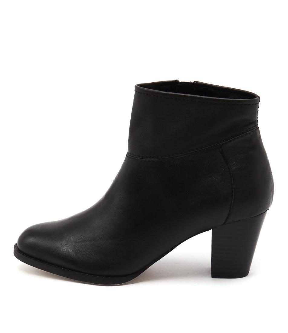 Diana Ferrari Loredo Black Boots
