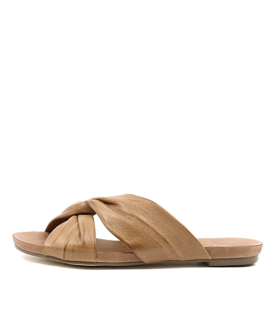 Django & Juliette Janjang Tan Flat Sandals