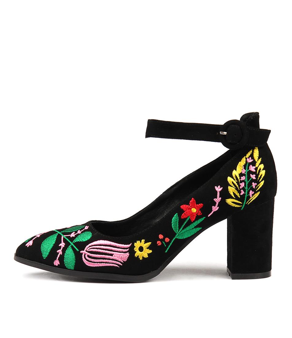 Django & Juliette Arimple Black Bright Em Heeled Sandals