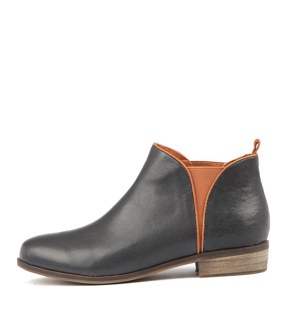 Django & Juliette Stolly Navy Dk Tan Ankle Boots