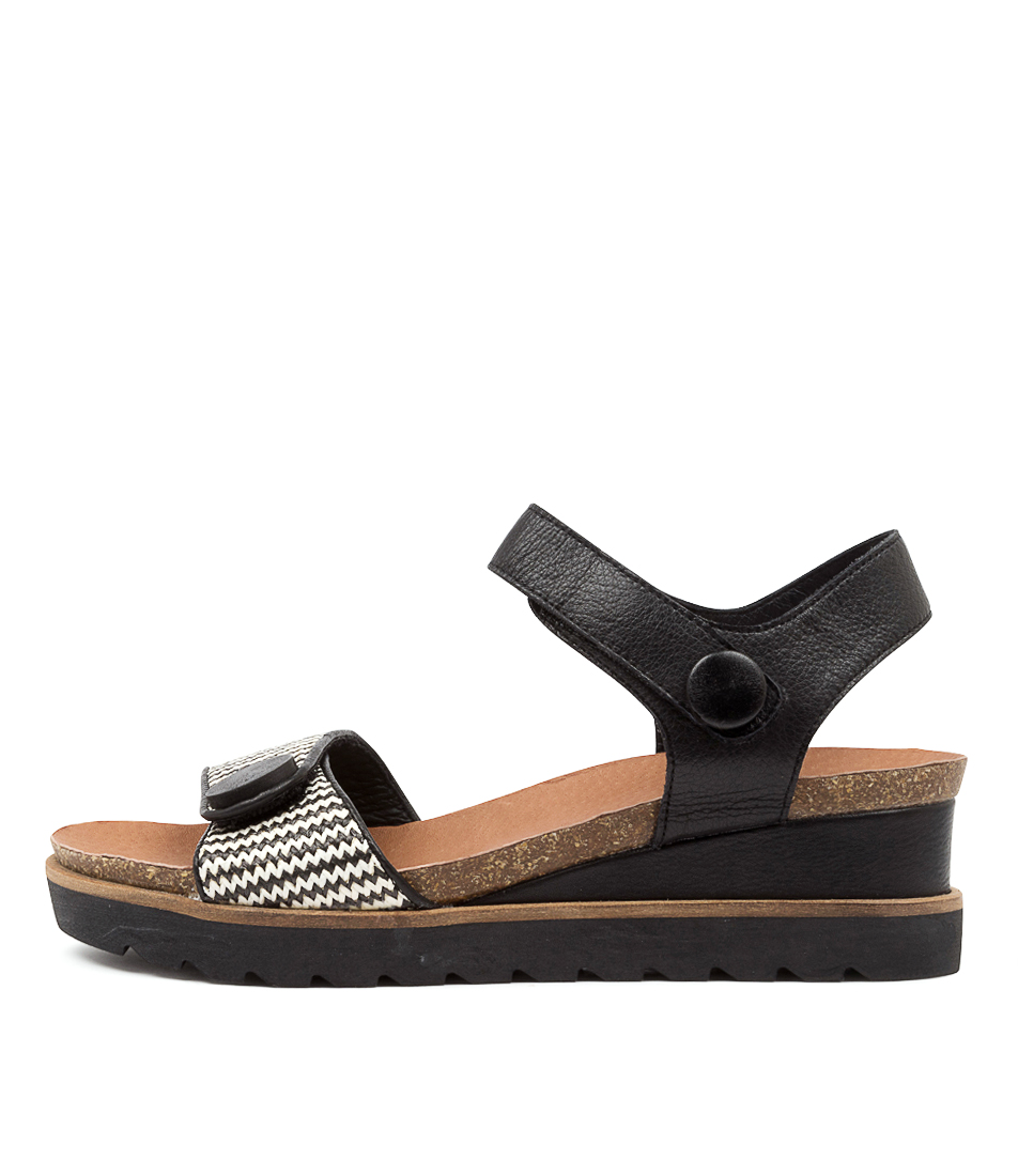 Buy Django & Juliette Bascom Dj Black & White Bla Flat Sandals online with free shipping
