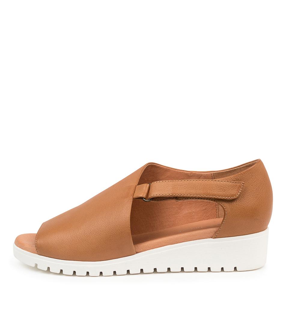 Buy Django & Juliette Minta Dj Dk Tan White So Flat Sandals online with free shipping