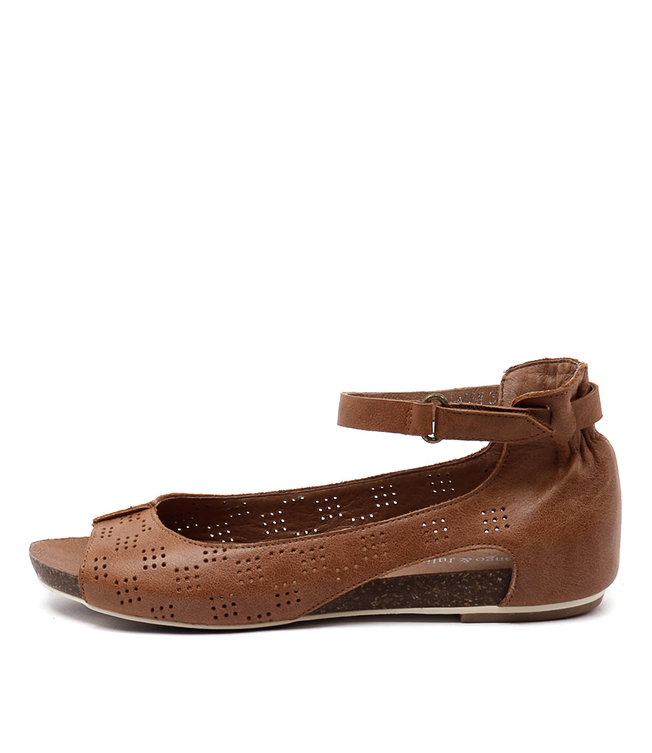 Django & Juliette Lassy Tan Sandals