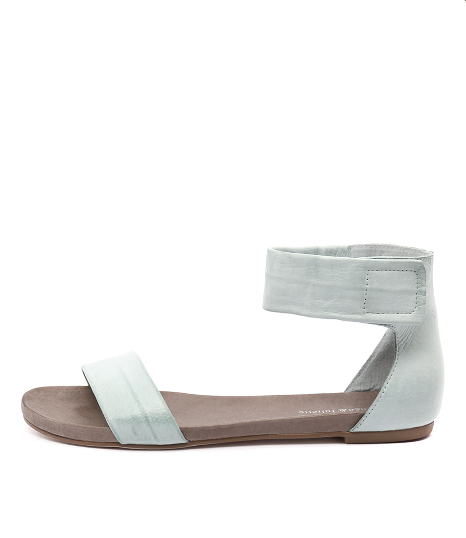 Django & Juliette Juzz Mint Casual Flat Sandals