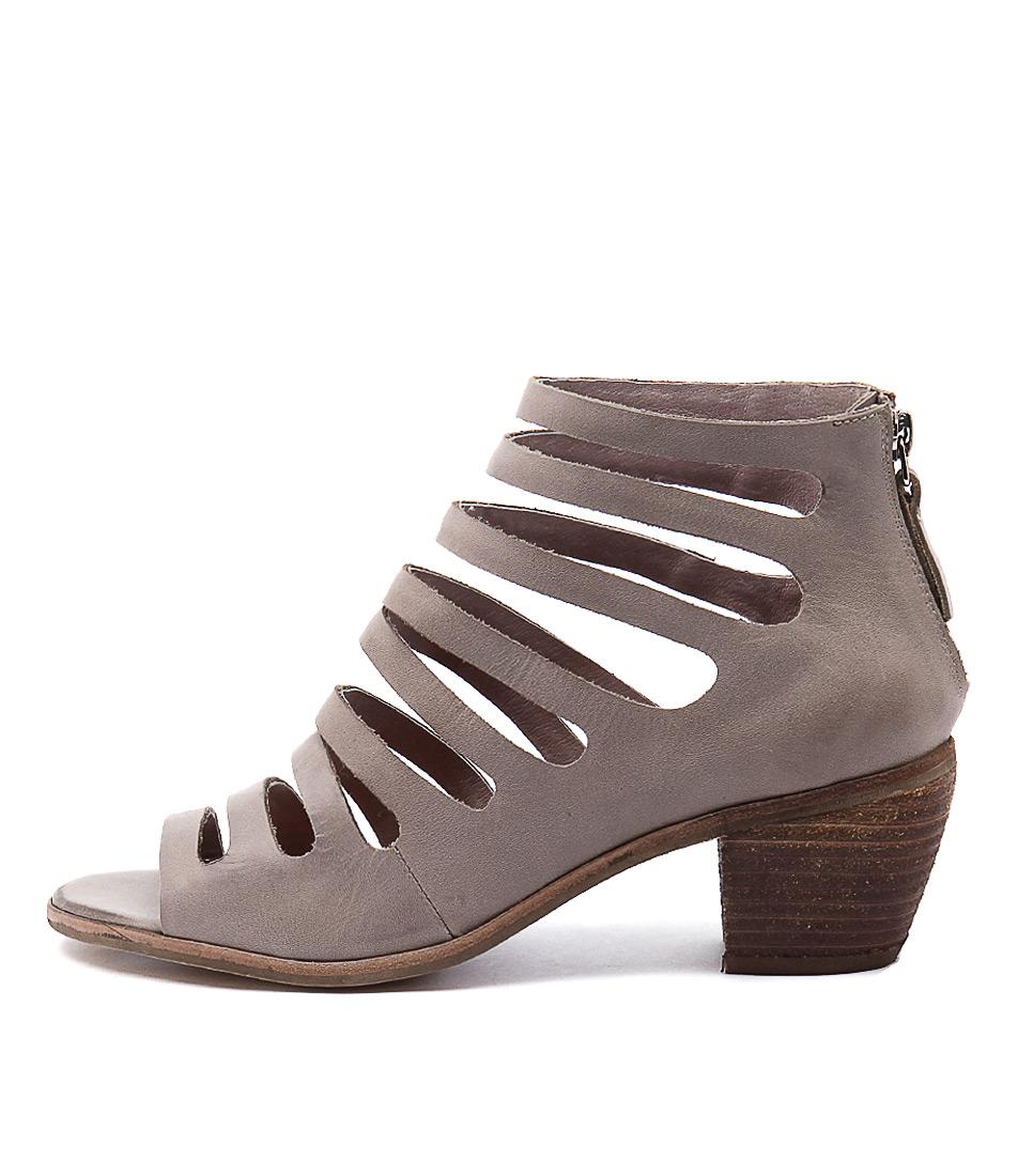 Django & Juliette Glora Grey Sandals