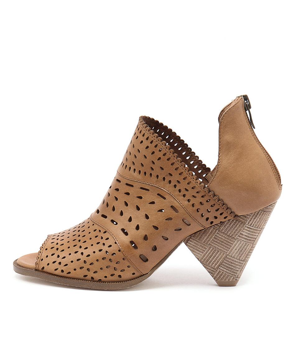 Django & Juliette Ortam Tan Casual Ankle Boots