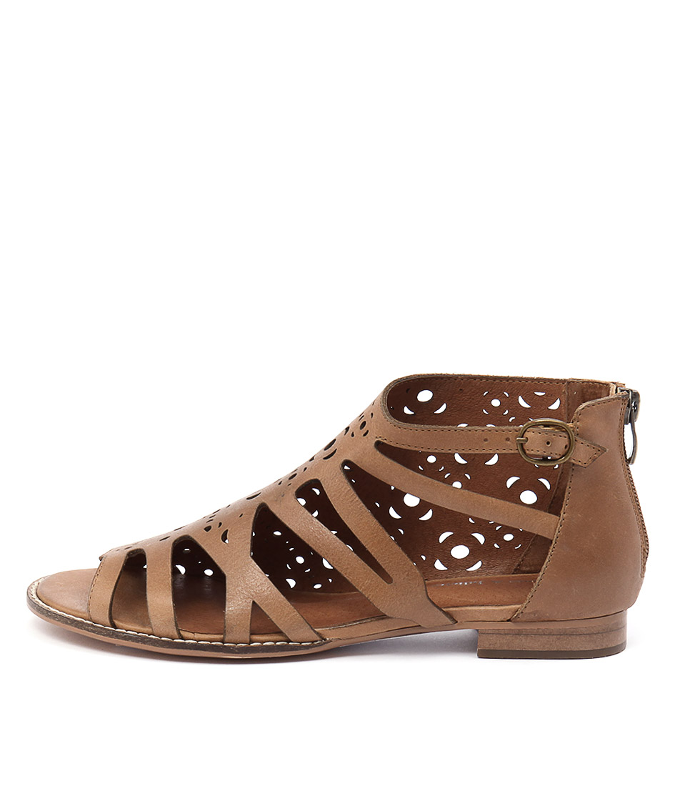Django & Juliette Rebo Tan Casual Flat Sandals