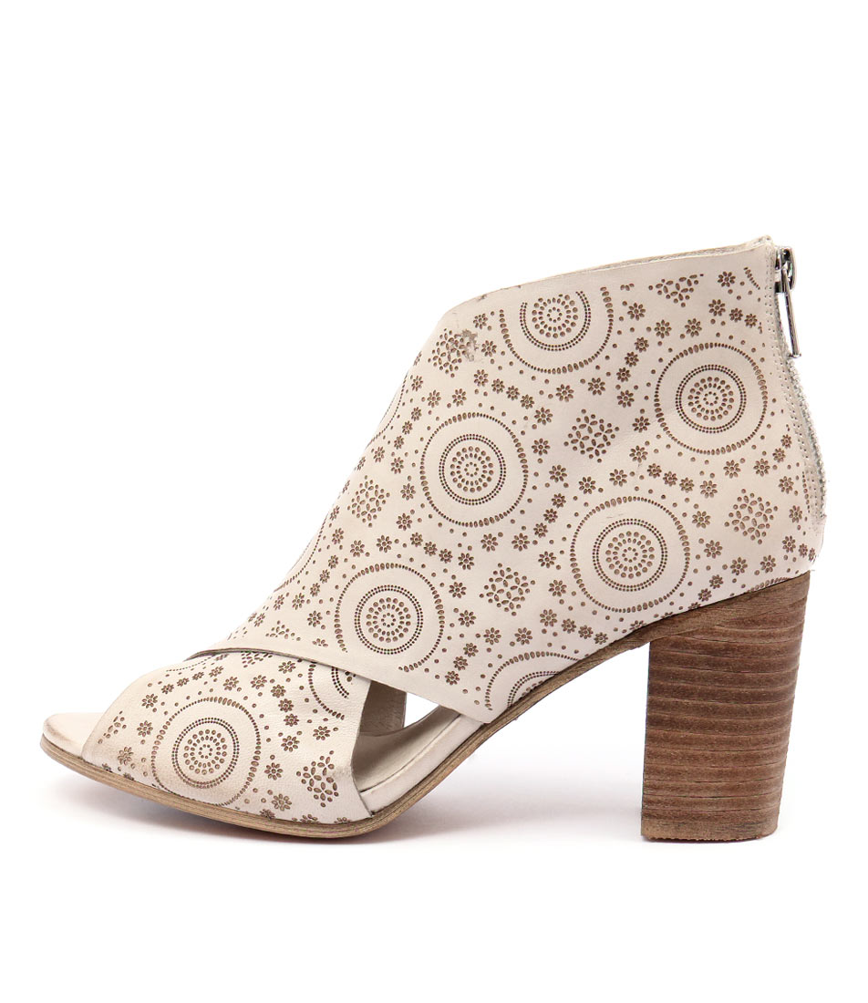 Django & Juliette Vine Winter White Sandals