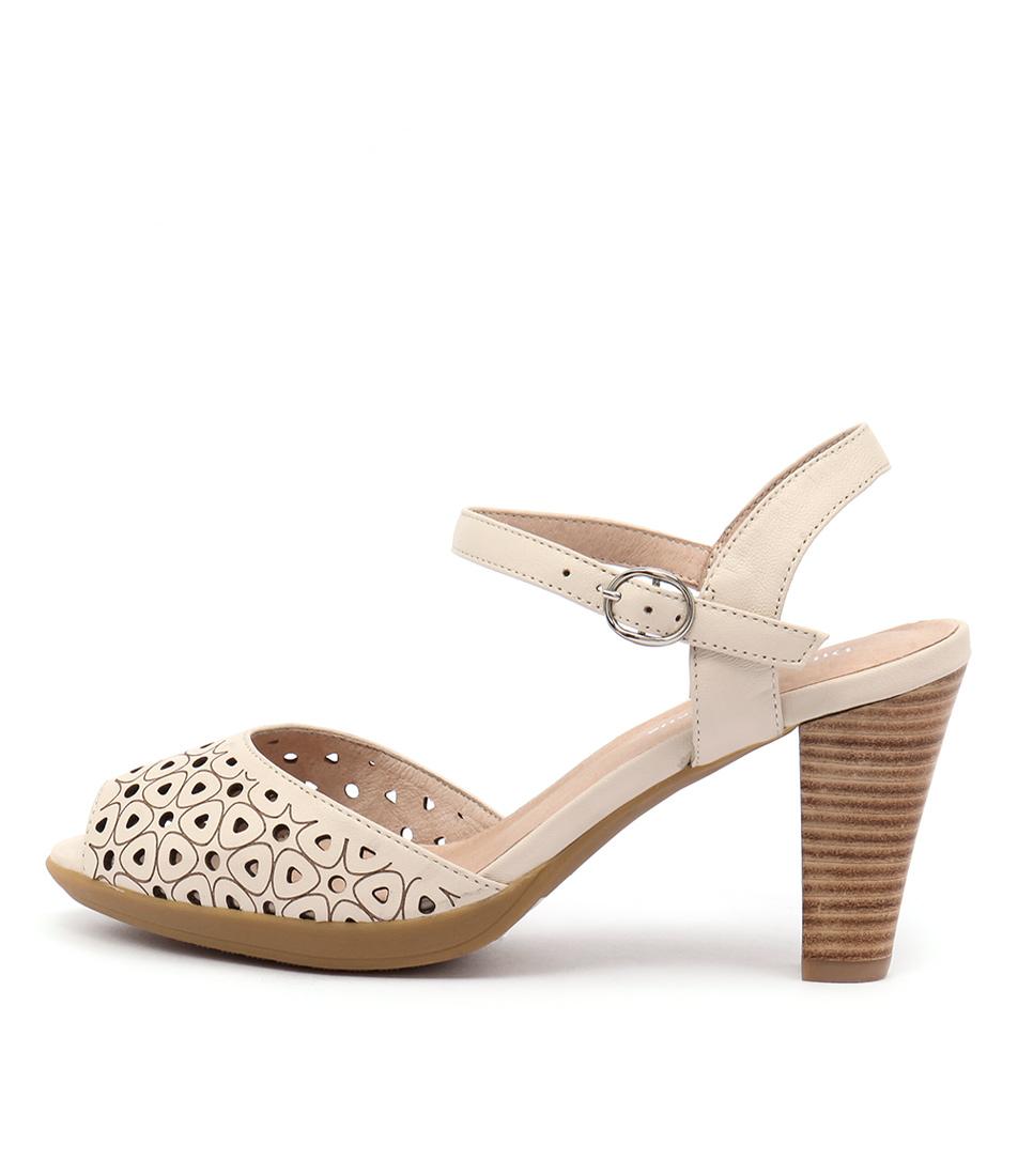 Django & Juliette Wappa Beige Sandals