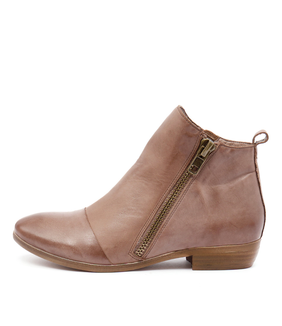 Django & Juliette Oba Mocca Casual Ankle Boots