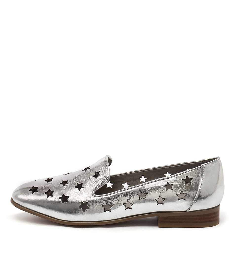 Django & Juliette Lashes Silver Flat Shoes