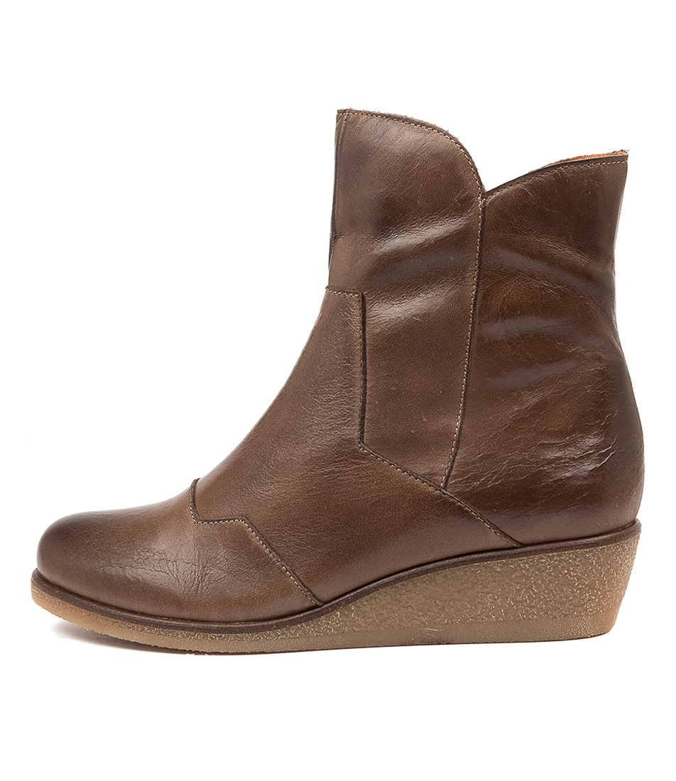 Buy Effegie Endeed Ef Kangaroo Ankle Boots online with free shipping