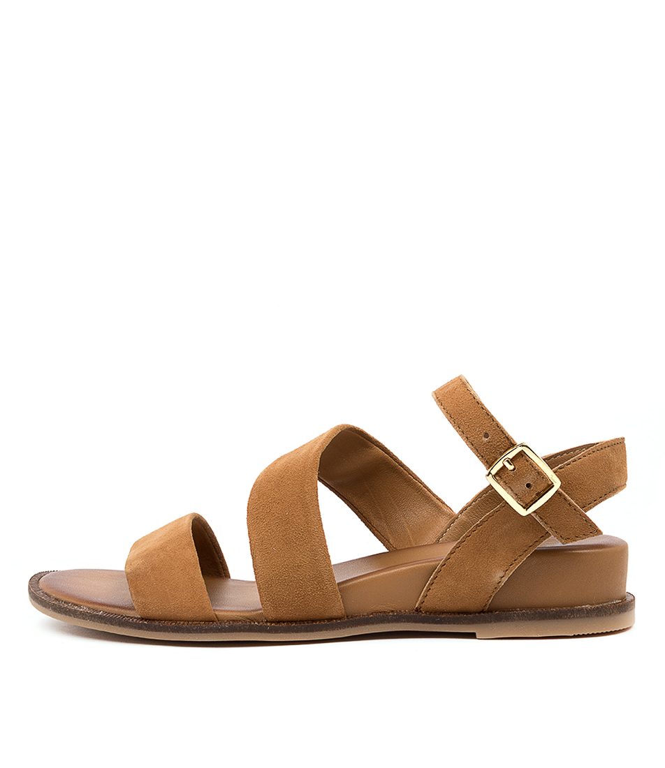 Buy Eos Failyn W Cognac Flat Sandals online with free shipping