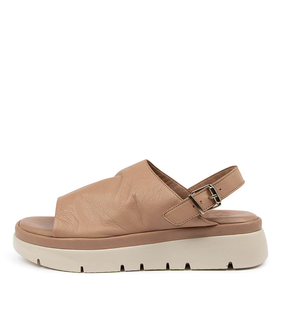 Buy Eos Caser W Eo Nutmeg Flat Sandals online with free shipping