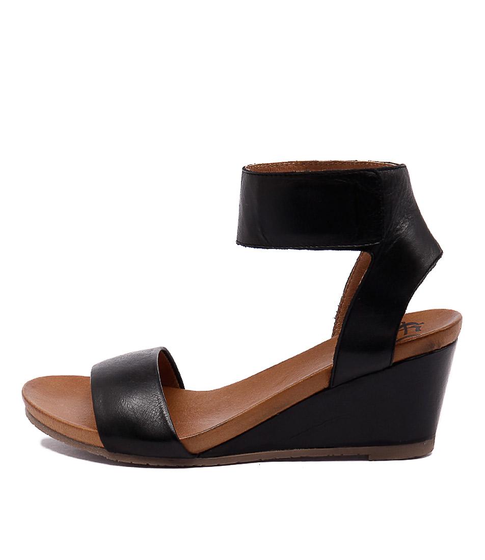 Eos Emma W Black Sandals