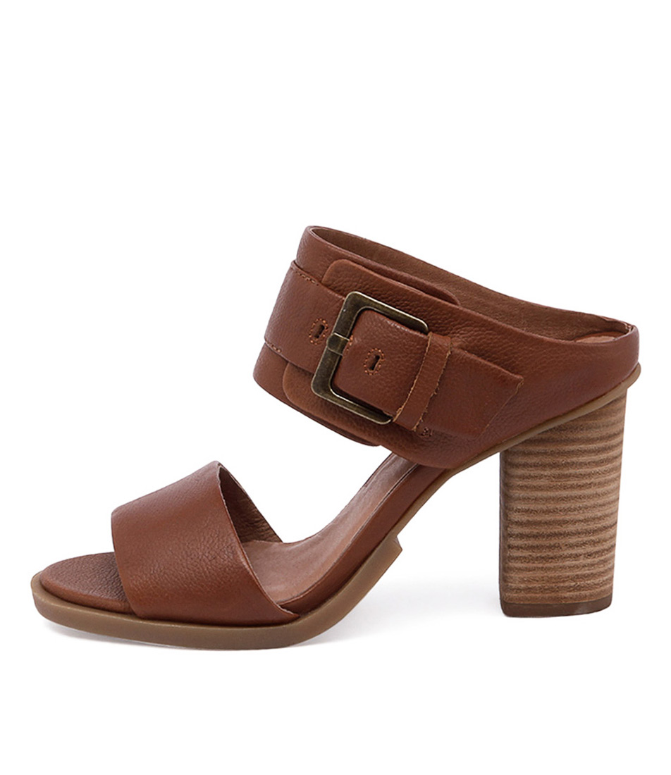 Eos Thero W Brandy Sandals