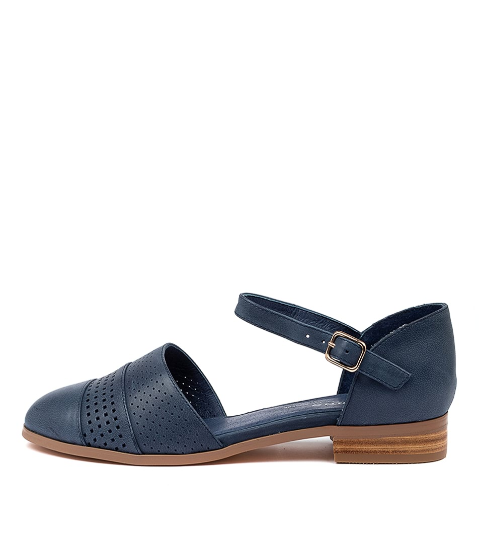 Buy Gamins Jesica Gm Navy Flats online with free shipping