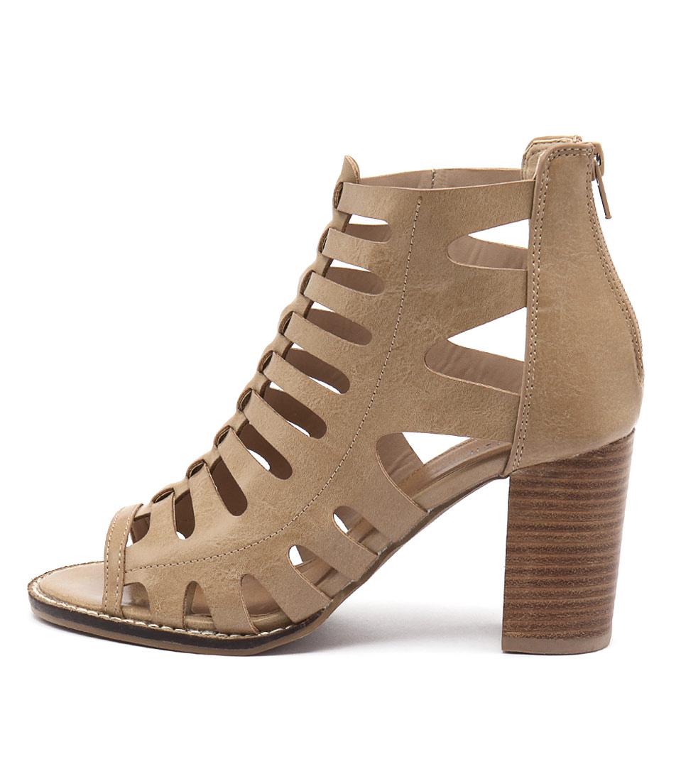 Lavish Breez Tan Sandals