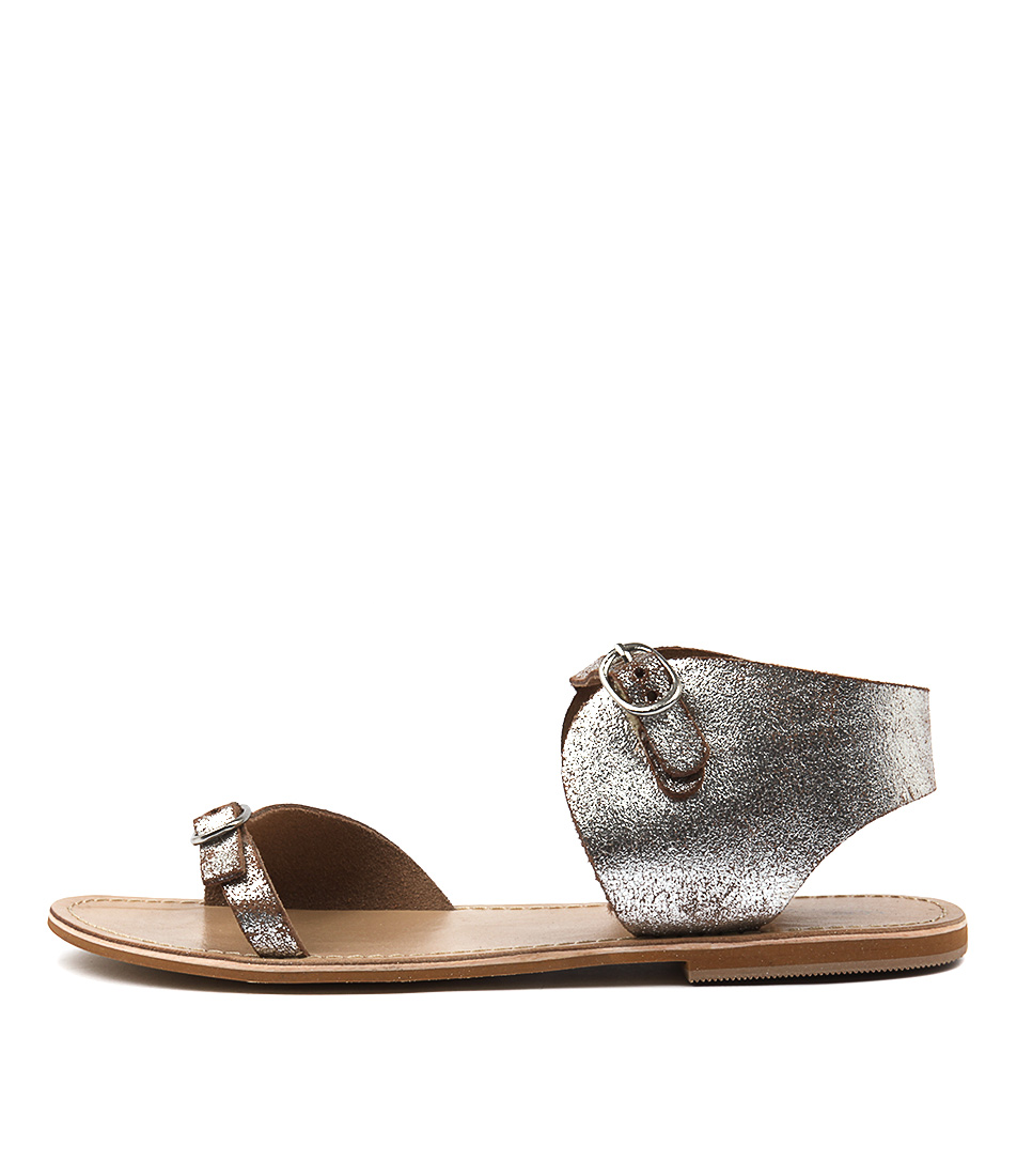 Photo of Los Cabos Tipsy W SilverFlat Sandals womens shoes