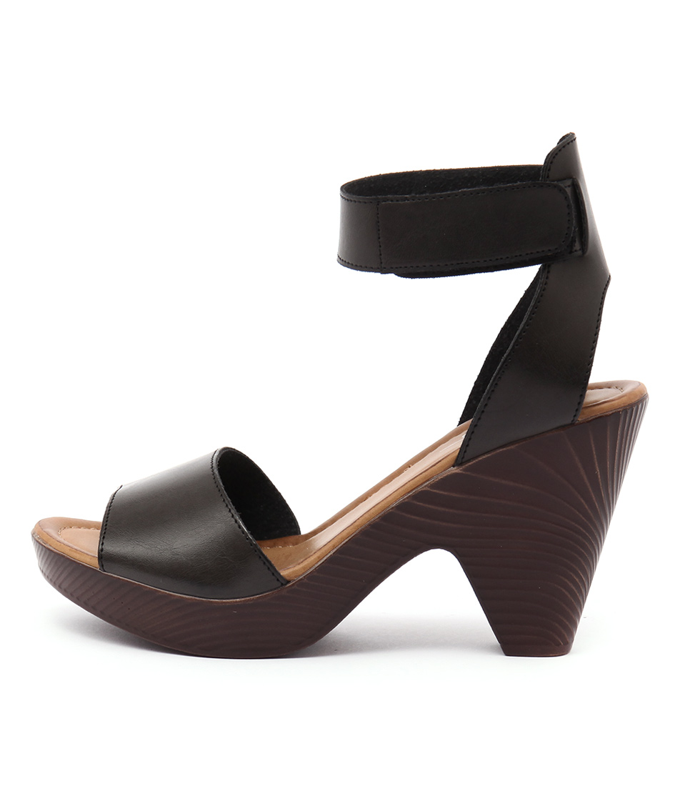 Los Cabos Rilee Black Sandals
