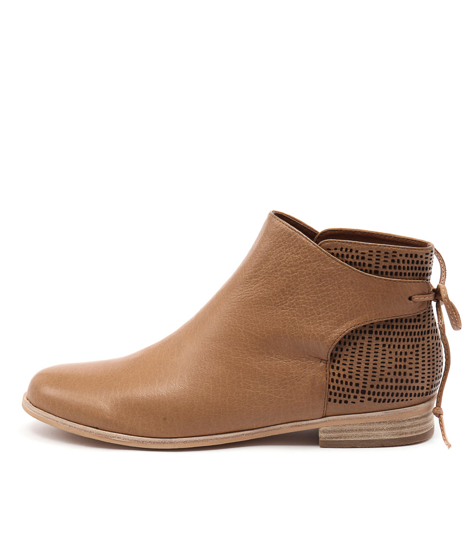 Mollini Quilby Tan Ankle Boots