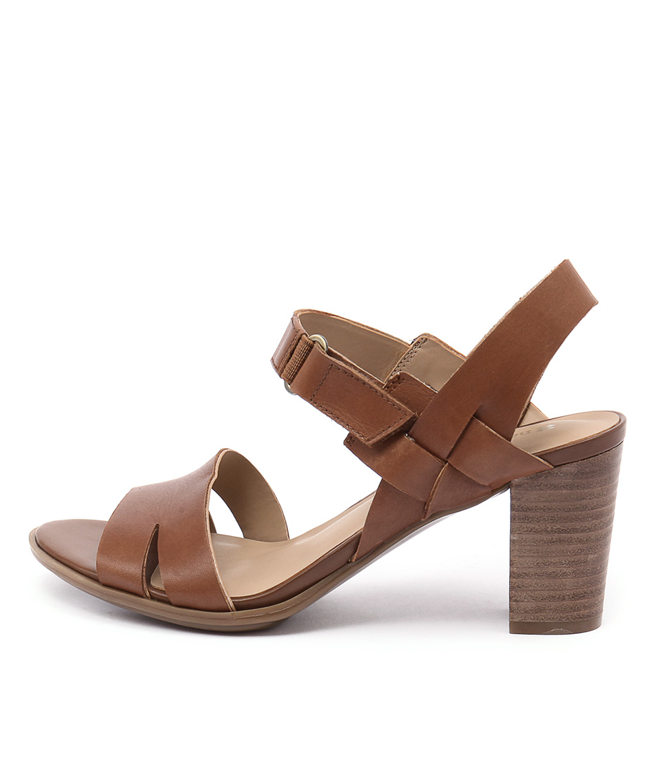 Naturalizer Lyla Saddle Tan Sandals