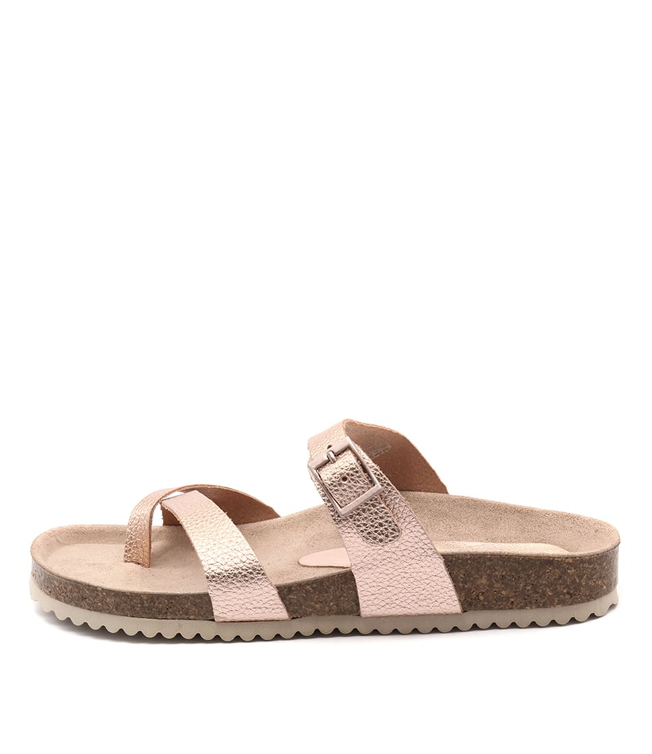 Sofia Cruz Yikes Christi Bugu Sa Flat Sandals