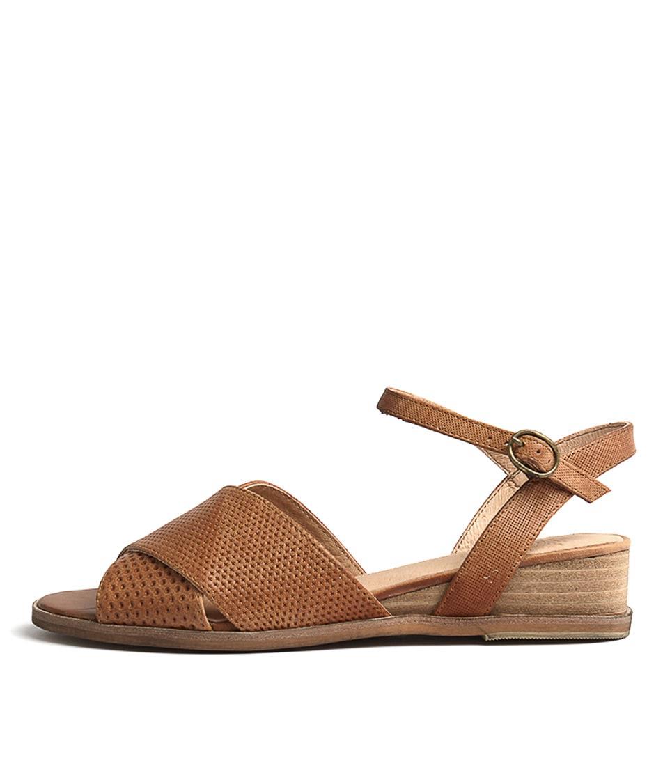 Silent D Gogon Tan Flat Sandals