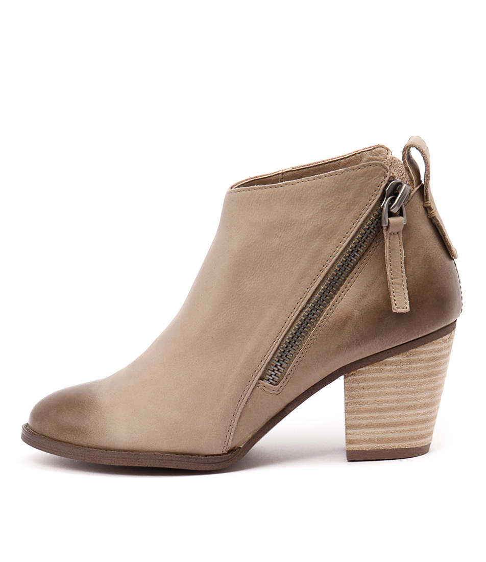 Siren Nicola Sand Casual Ankle Boots