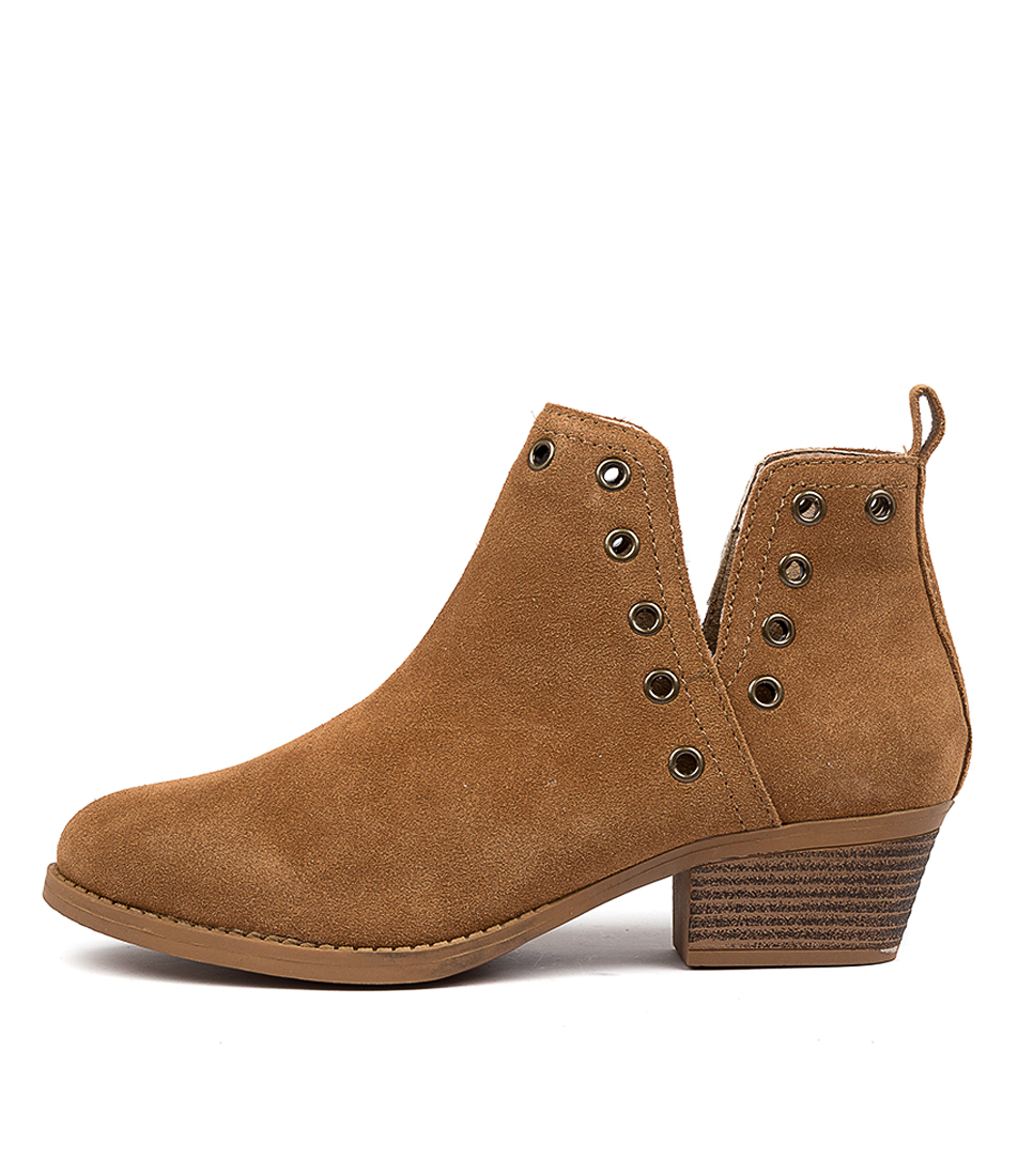 Buy Skechers 49948 Lasso Auger Tan Ankle Boots online with free shipping