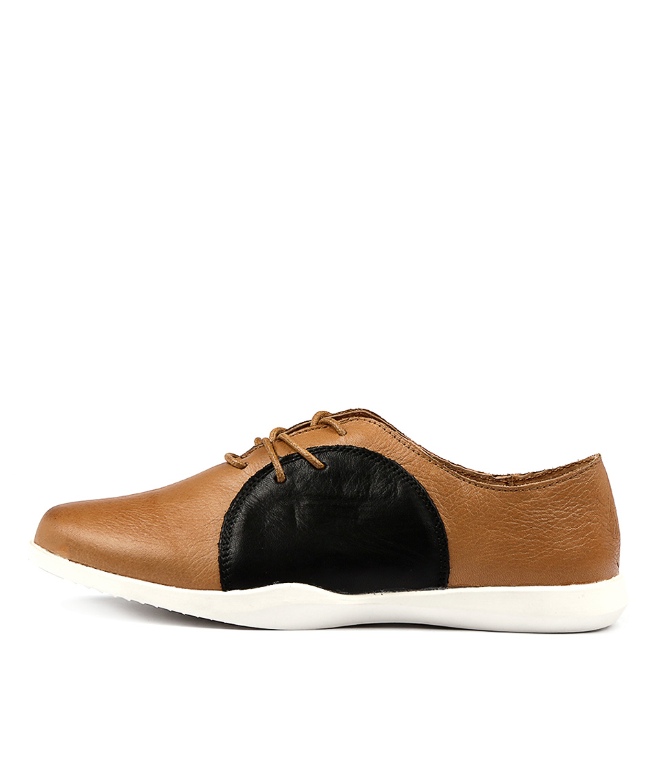Stegmann Rink W Camel Black Flat Shoes
