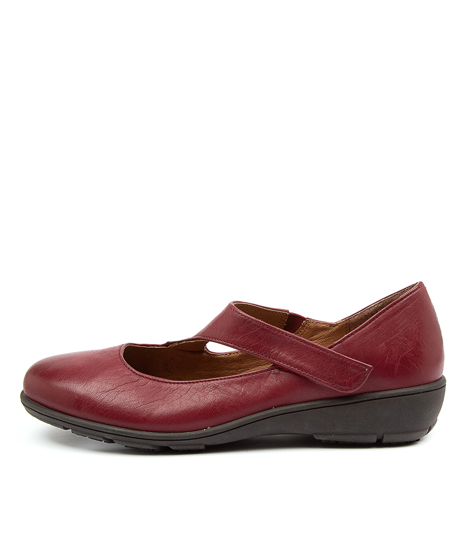Buy Supersoft Quant Su Bordeaux Flats online with free shipping