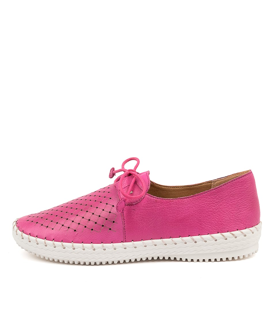 Buy Supersoft Wonder Su Fuchsia Flats online with free shipping