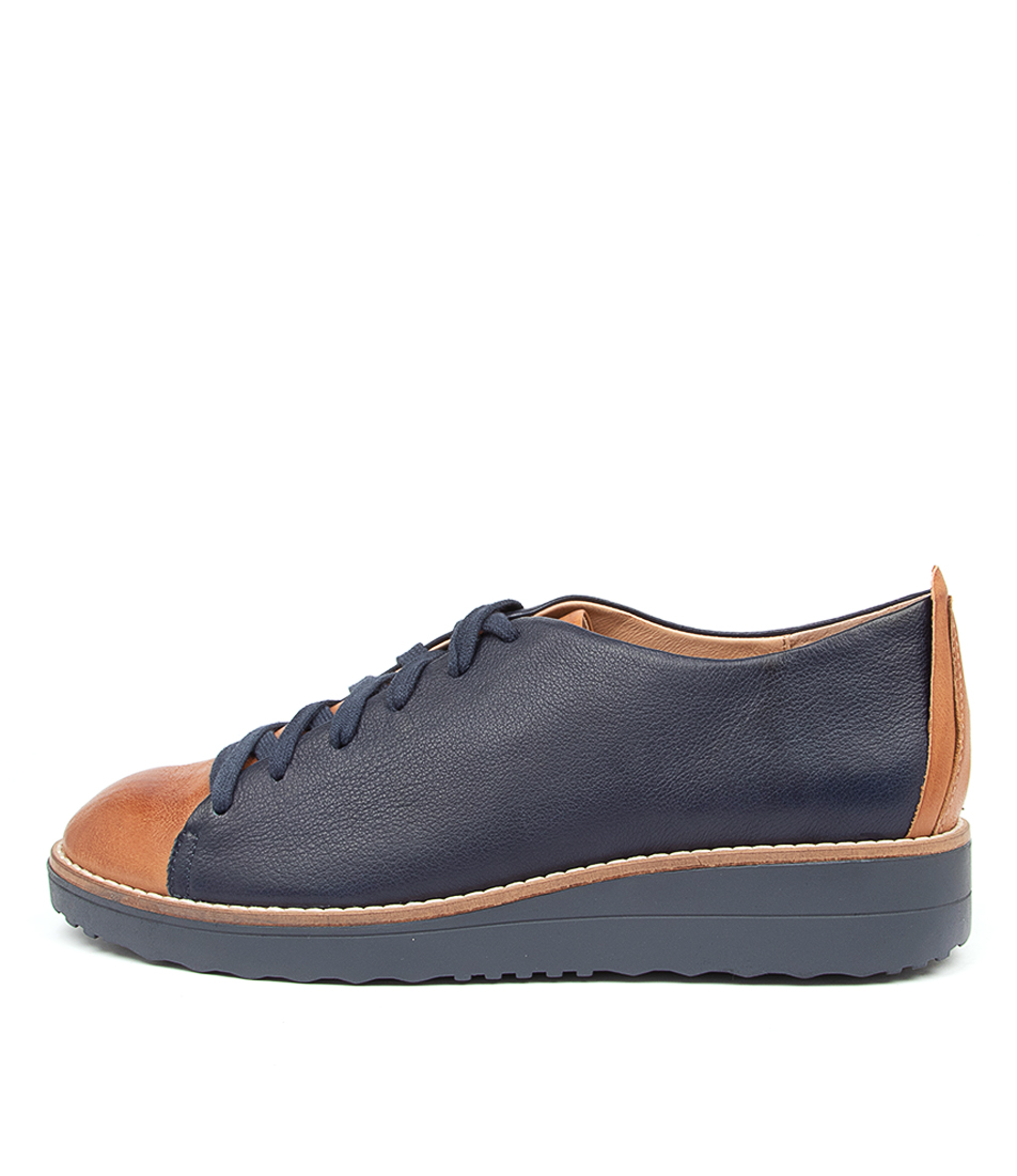 Buy Top End Oaken To Dk Tan Navy Flats online with free shipping