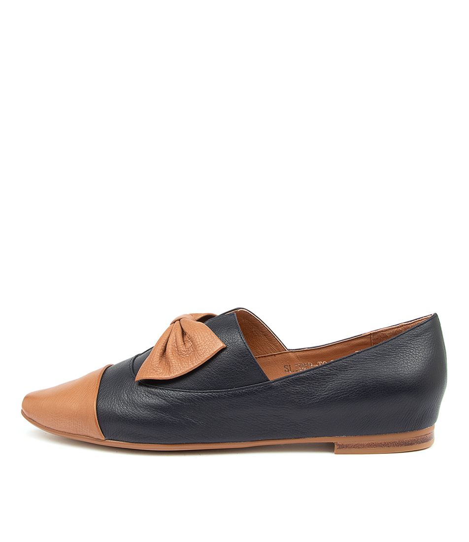 Buy Top End Slider To Tan Navy Flats online with free shipping