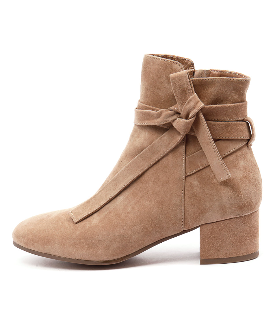Top End Galop Beige Boots