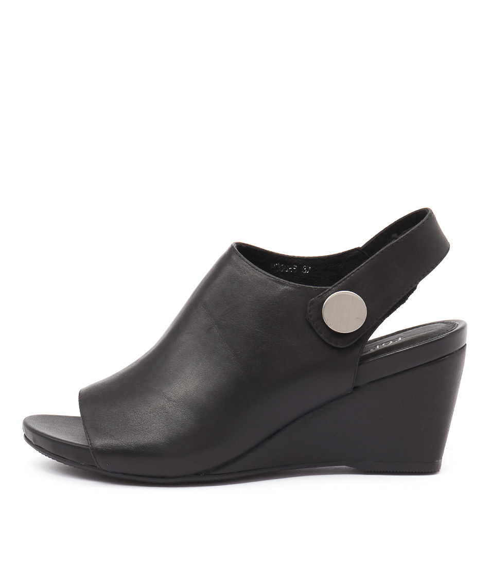 Top End Hodges Black Sandals