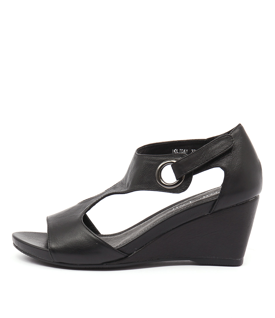 Top End Holiday Black Sandals