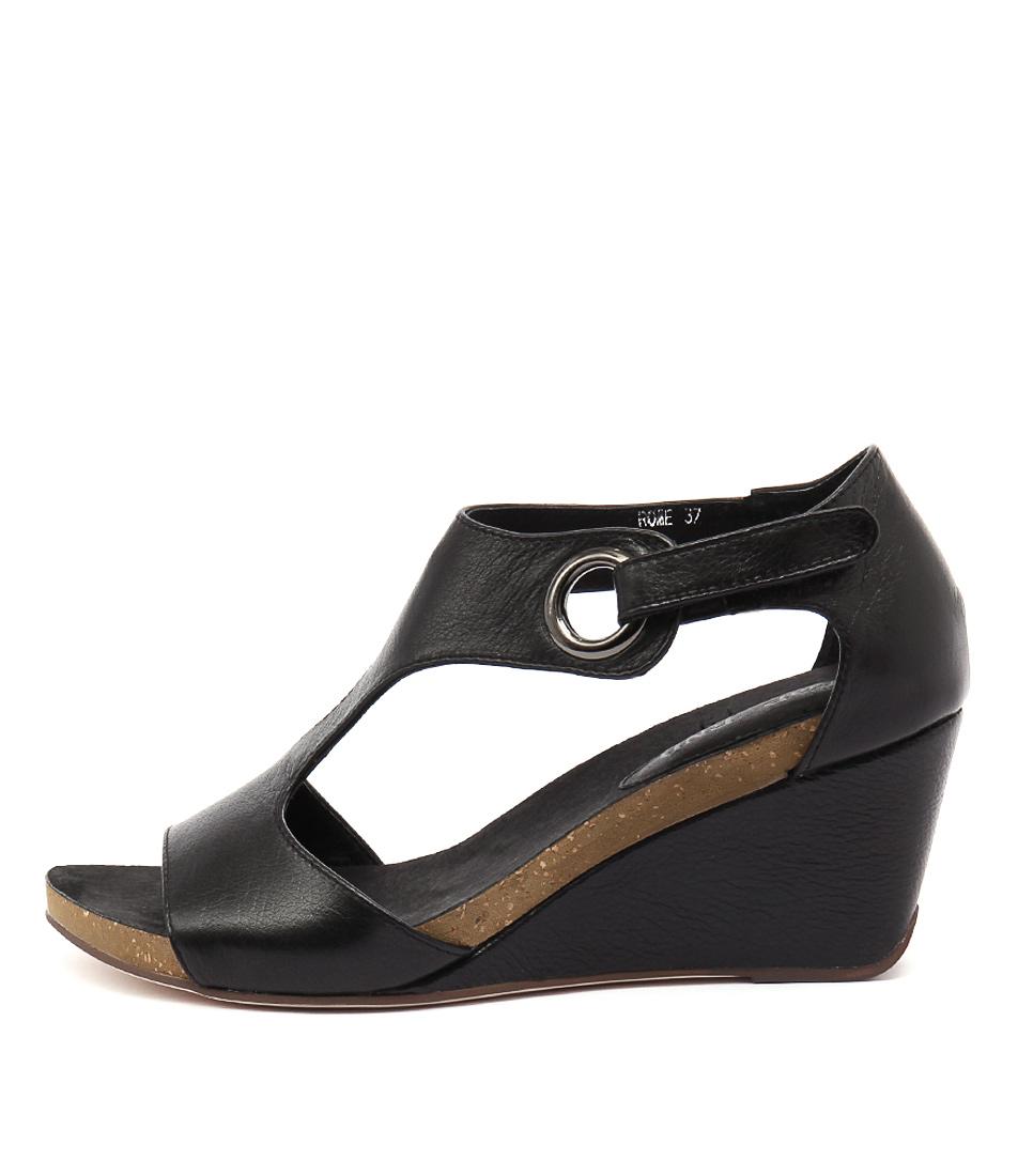 Top End Rome Black Sandals