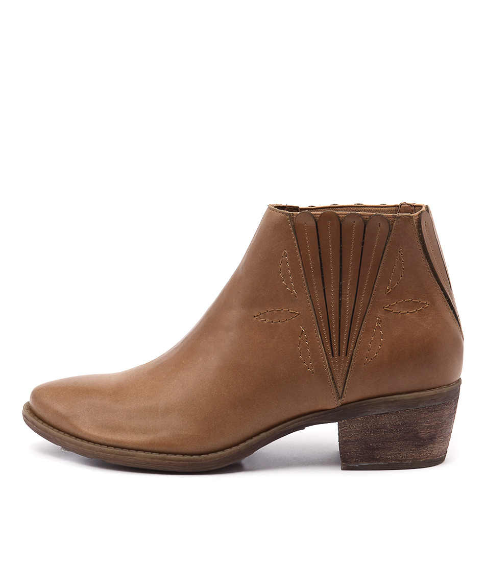 Top End Shindy Tan Ankle Boots